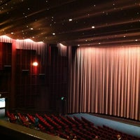 Foto scattata a Cinerama da Jackie M. il 5/21/2012