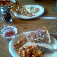 Das Foto wurde bei Pizza Hut von Kevin D. am 6/19/2012 aufgenommen