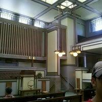 รูปภาพถ่ายที่ Frank Lloyd Wright's Unity Temple โดย Rick G. เมื่อ 6/18/2012