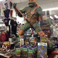 Снимок сделан в Meltdown Comics and Collectibles пользователем AdaPia D. 9/6/2012