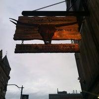 รูปภาพถ่ายที่ Jack Brown's Beer & Burger Joint โดย Gabrielle เมื่อ 8/25/2012