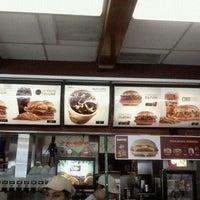 Foto tirada no(a) McDonald's por Bruno F. em 4/5/2012