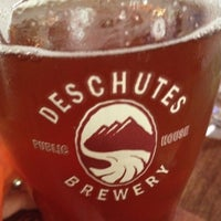 Photo prise au Deschutes Brewery Portland Public House par Scott M. le7/14/2012