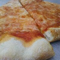 5/11/2012 tarihinde robert g.ziyaretçi tarafından Astro's Pizza and Felice's Ristorante'de çekilen fotoğraf