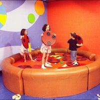 รูปภาพถ่ายที่ Omaha Children's Museum โดย Vic P. เมื่อ 8/25/2012