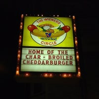 9/11/2012 tarihinde Mervin M.ziyaretçi tarafından The Wiener's Circle'de çekilen fotoğraf