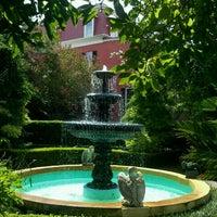 Foto tomada en Calhoun Mansion por Lien T. el 8/3/2012