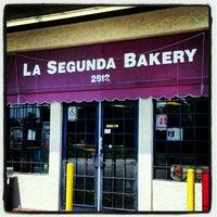 Foto diambil di La Segunda Bakery oleh Terry M. pada 5/10/2012