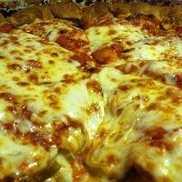Снимок сделан в Windy City Pizza and BBQ пользователем Chase S. 2/25/2012
