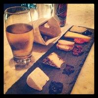 Снимок сделан в Murray's Cheese Bar пользователем Kasey T. 8/19/2012