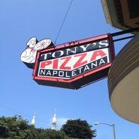 5/26/2012 tarihinde Hisatomo T.ziyaretçi tarafından Tony's Pizza Napoletana'de çekilen fotoğraf
