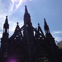 Foto tirada no(a) Green-Wood Cemetery por Tom B. em 8/26/2012