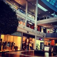 รูปภาพถ่ายที่ Shopping Crystal โดย Thiago S. เมื่อ 7/30/2012