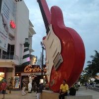 Foto diambil di Forum Cancún oleh Karloz V. pada 6/7/2012