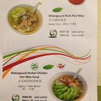 Photo prise au 哈哈笑板面店 par LöÛîŽ le8/19/2012
