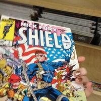 Das Foto wurde bei Bedrock City Comic Co. von Holly W. am 6/16/2012 aufgenommen