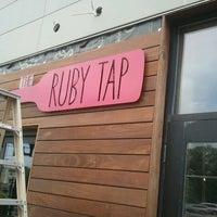 Photo prise au The Ruby Tap par Kay C. le7/21/2012