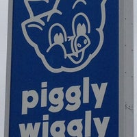 Foto diambil di Fox's Piggly Wiggly oleh Brian J. pada 3/31/2012