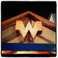 Das Foto wurde bei Whataburger von Geoff P. am 2/13/2012 aufgenommen