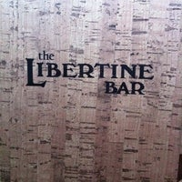 Foto tomada en Libertine Bar  por James R. el 4/21/2012