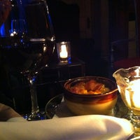 Foto diambil di Mollie Fontaine's Lounge oleh Liz 🍊🍊 H. pada 3/10/2012