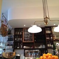 Foto diambil di Aurelia London oleh Sam pada 2/19/2012