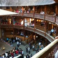 Das Foto wurde bei Shakespeare's Globe Theatre von Berkay U. am 6/28/2012 aufgenommen