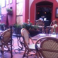 Photo prise au Cluny par Dania M. le5/21/2012