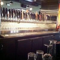 3/29/2012 tarihinde Margaret S.ziyaretçi tarafından Haymarket Pub & Brewery'de çekilen fotoğraf
