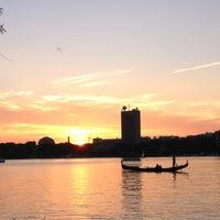 รูปภาพถ่ายที่ Charles River โดย Lisa เมื่อ 6/29/2012