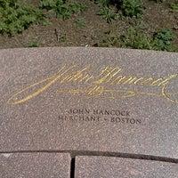 Снимок сделан в Memorial to the 56 Signers of the Declaration of Independence пользователем Harold P. 9/9/2012