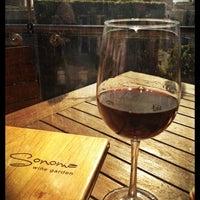Foto tirada no(a) Sonoma Wine Garden por Glenn D. em 4/8/2012