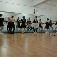 Foto tirada no(a) Espaço Ballet Carmem por Nádia R. em 9/4/2012