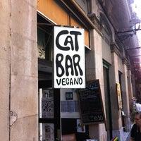 6/15/2012 tarihinde Nikki H.ziyaretçi tarafından CatBar'de çekilen fotoğraf