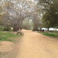 Foto tirada no(a) Ladybird Lake Hike & Bike Trail (Rainey St.) por Chris B. em 3/8/2012
