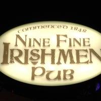Das Foto wurde bei Nine Fine Irishmen von Heath D. am 5/26/2012 aufgenommen