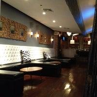 5/4/2012 tarihinde Coop C.ziyaretçi tarafından District Restaurant & Lounge'de çekilen fotoğraf