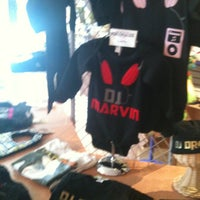 Снимок сделан в Psychobaby Custom Shop пользователем Keisha W. 4/26/2012