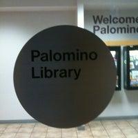 Photo prise au Scottsdale Public Library - Palomino par Phil A. le2/14/2012