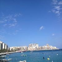 Photo prise au Gardens Sliema Sea Front par Lorraine B. le5/14/2012