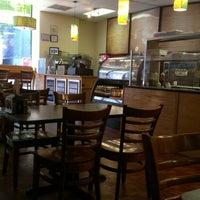 Das Foto wurde bei Zizi's Cafe von Candice K. am 8/11/2012 aufgenommen
