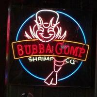 Foto diambil di Bubba Gump Shrimp Co. oleh Wade A. pada 3/15/2012