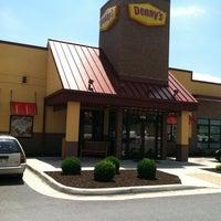 5/31/2012 tarihinde Charlie K.ziyaretçi tarafından Denny's'de çekilen fotoğraf