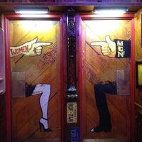 Foto diambil di World Famous Dark Horse Bar & Grill oleh Sarah E. pada 8/17/2012