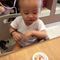 Photo prise au MOS Burger par Dew C. le2/25/2012