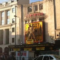 Das Foto wurde bei Dominion Theatre von Tara P. am 5/28/2012 aufgenommen