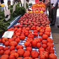 Снимок сделан в Rockefeller Center Farmers Market пользователем Melissa S. 8/7/2012