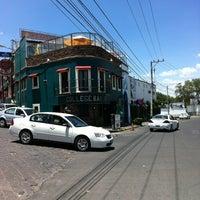 Foto diambil di College Bar oleh DIEGO A. pada 2/29/2012