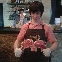 Снимок сделан в AMbar Steak House пользователем Yurii Ustas D. 4/20/2012