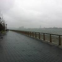 3/31/2012 tarihinde Siobhan Q.ziyaretçi tarafından East River Park'de çekilen fotoğraf